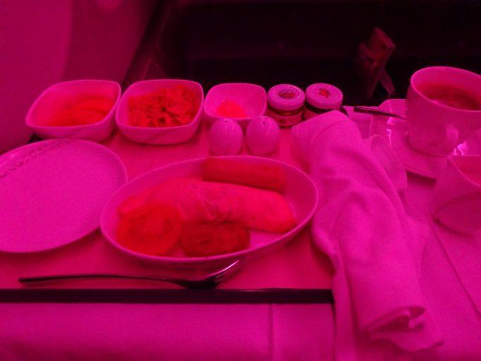 機内で出たピンクの朝食