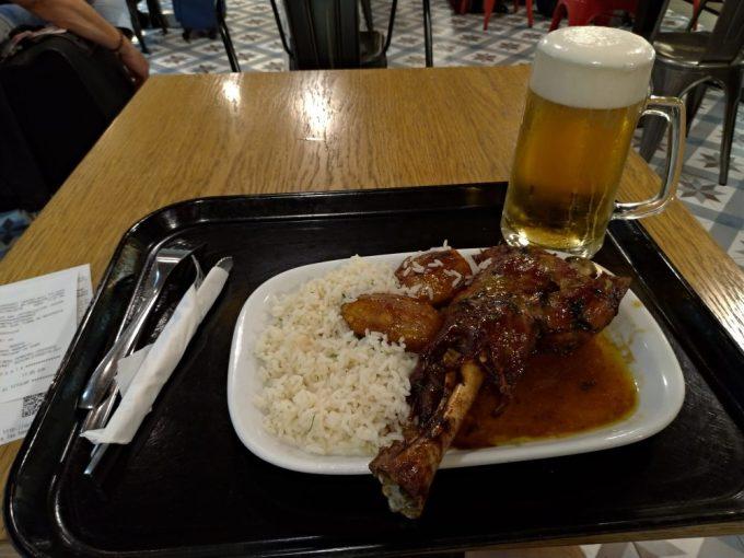 バルセロナサンツ駅構内のレストラン