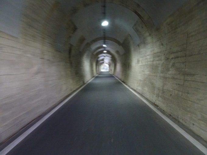 細い峠トンネル