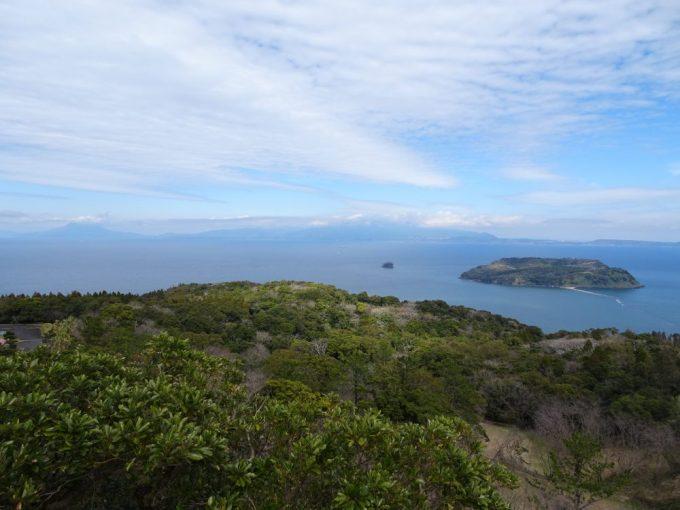 魚見岳から大隅半島と桜島が見える