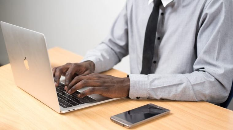 Modi migliori per indirizzare il traffico verso il tuo sito Web (aumentare il traffico blog). Condividi su linkedin