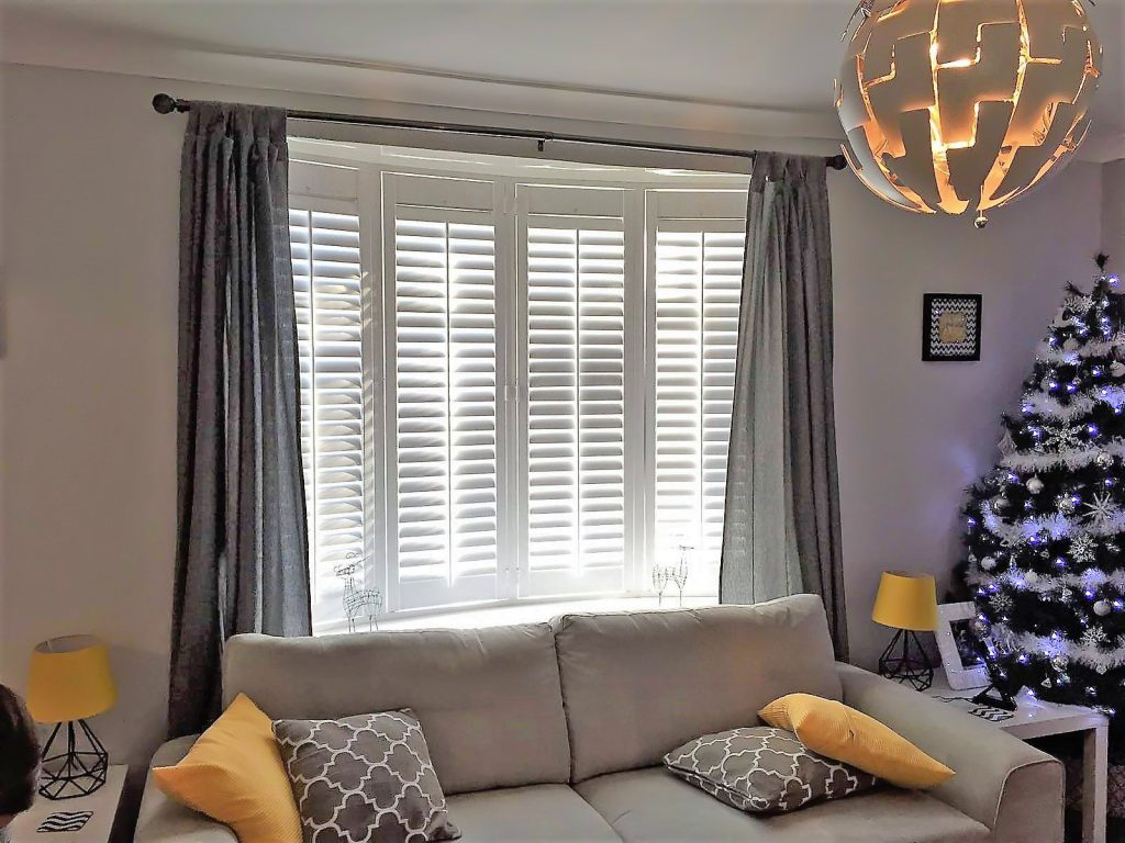 Dress Your Room With Shutters For Christmas