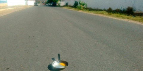 Muita gente já deve ter pensando em colocar um ovo para fritar no asfalto, não é mesmo? – Foto: Reprodução