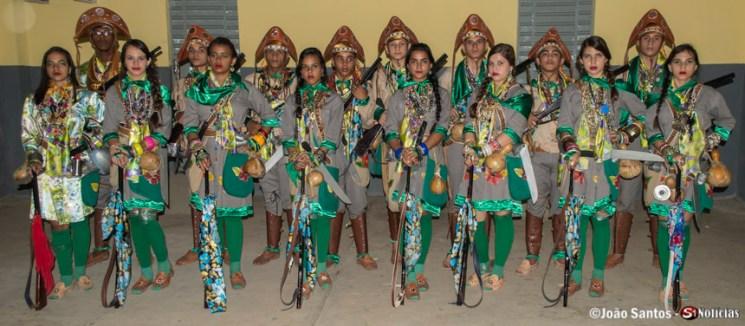 Grupo de Xaxado Bandoleiros de Solidão após a apresentação