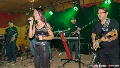 Performance da manda Banda Novo Som Mix na Festa do Povoado São Francisco