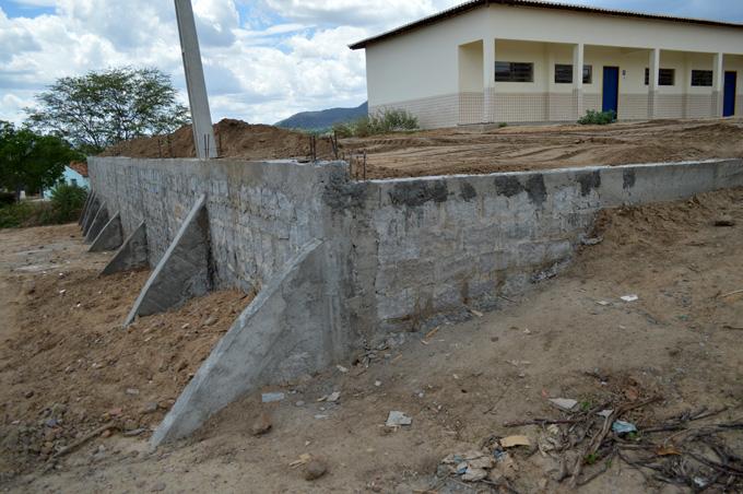 Muro de arrimo da escola Manoel Marques – Foto: João Santos/S1 Notícias