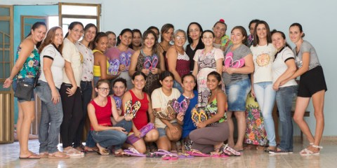 Coordenadoria da Mulher em Solidão realiza oficina de customização de chinelos