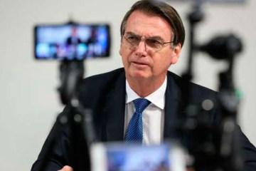 "Bolsonaro diz que ""exagerou"" ao xingar estudantes"