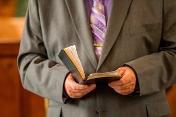 Pastor é preso por abusar de mulher durante 'cura espiritual'