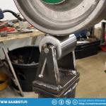 The anvil wheel holder has an adjustment screw that makes it possible to tilt the wheel.
