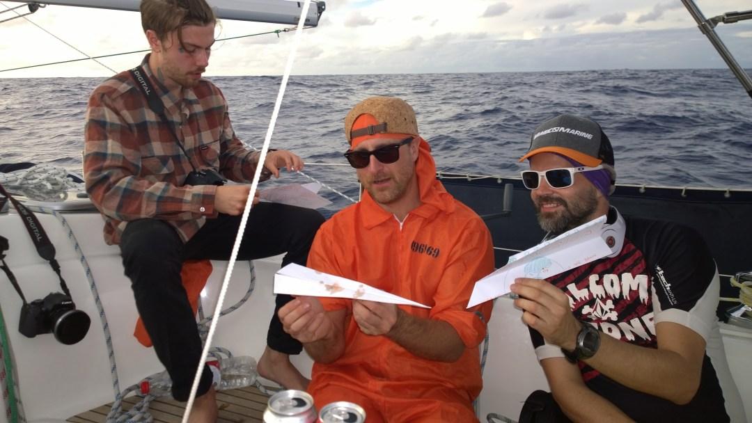 Älkää oikeasti kysykö miksi, mutta meillä oli jostain syystä LENNOKKI-kilpailut meidän Amerikka-juhlissa! Mitä ihmettä? Merellä tapahtuu omituisia juttuja.