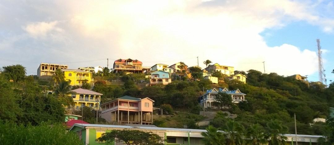 Canouanin talot olivat ihanan värikkäitä ja hyvin pidettyjä.