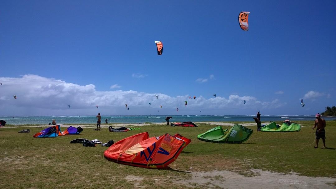 Kitet rannalla ja meressä.