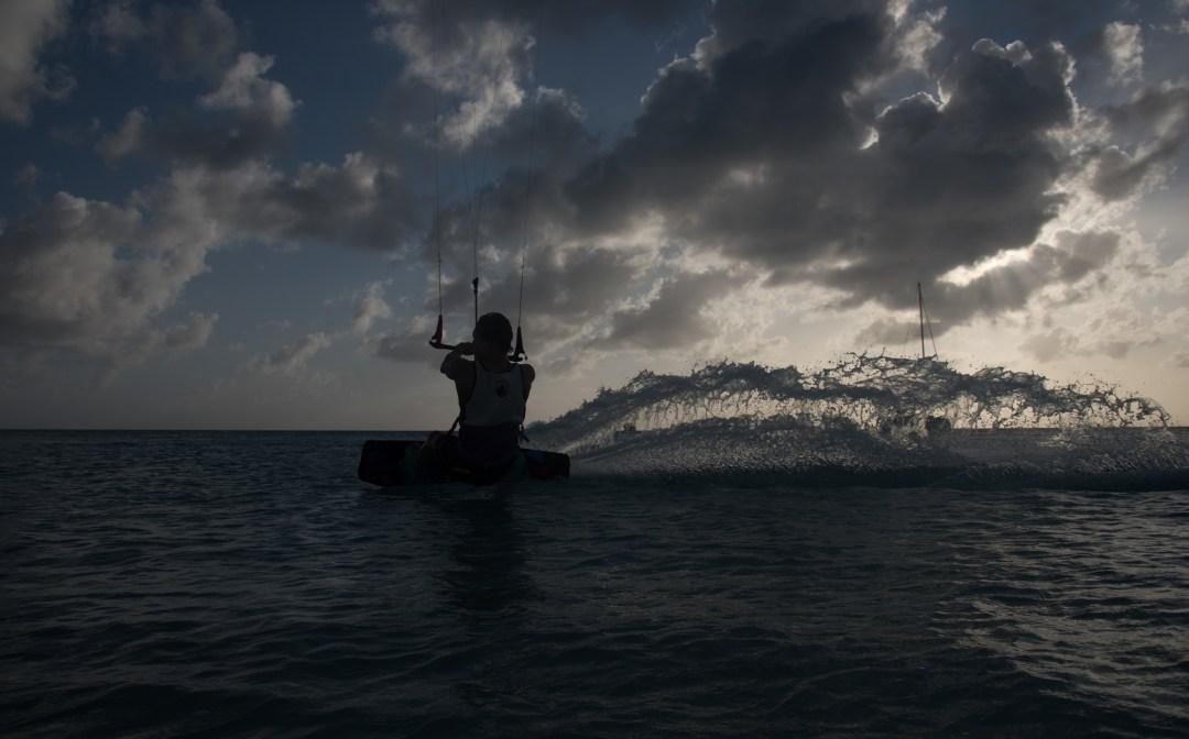 Vesi lentää: Kuva: Juuso Tilaéus