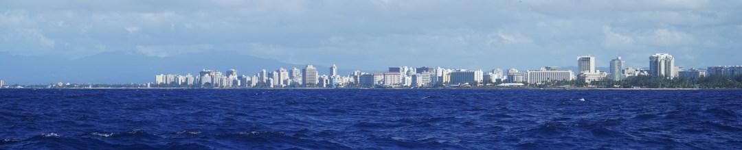 Kaupunkikuvaa mereltä päin.