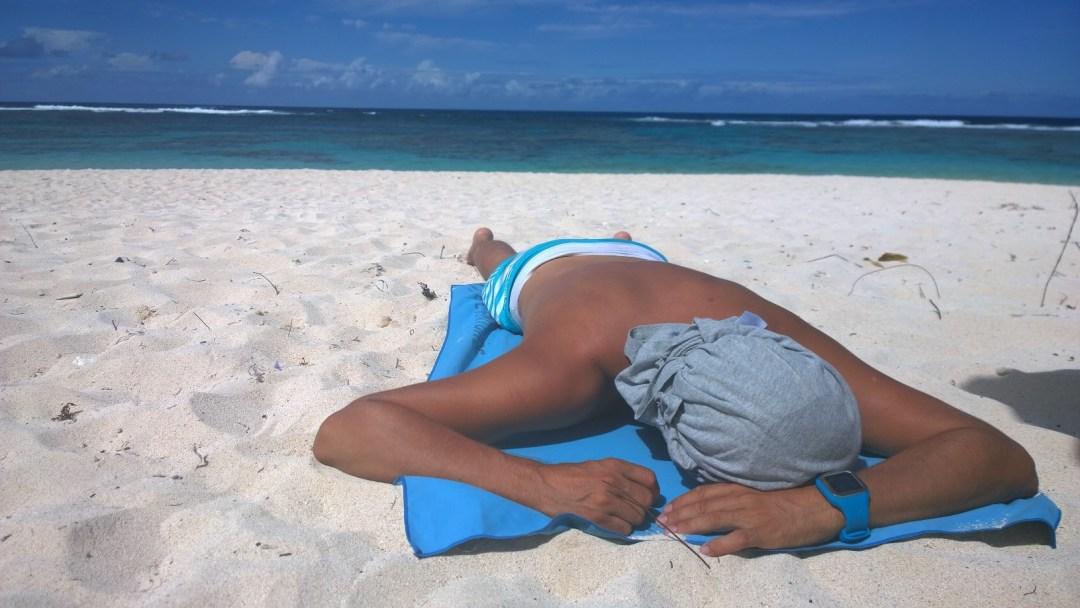 illä biitsillä Jaakko nukahti valkoiselle rannalle. Salla ja Maku kävivät vielä snorklaamassa, ilmeisesti 20 kilometrin pyöräily ei tuntunut missään.