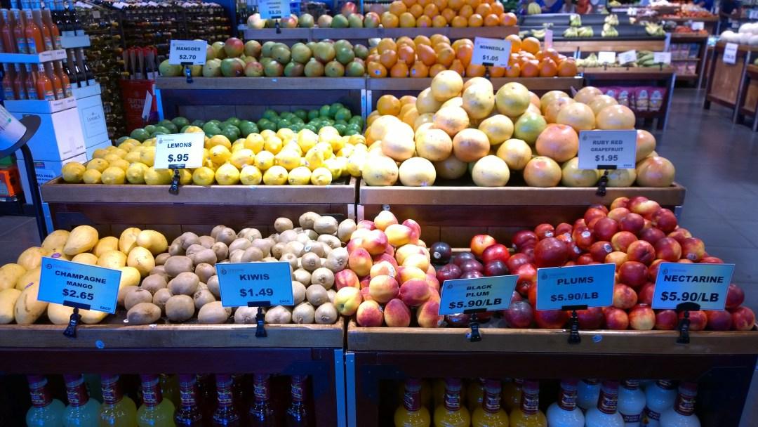 Jos joskus tuntuu, että hedelmät ovat Suomessa kalliita, niin kaikki on suhteellista. Miten olisi vaikka kiivit 1,5 USD/kpl?