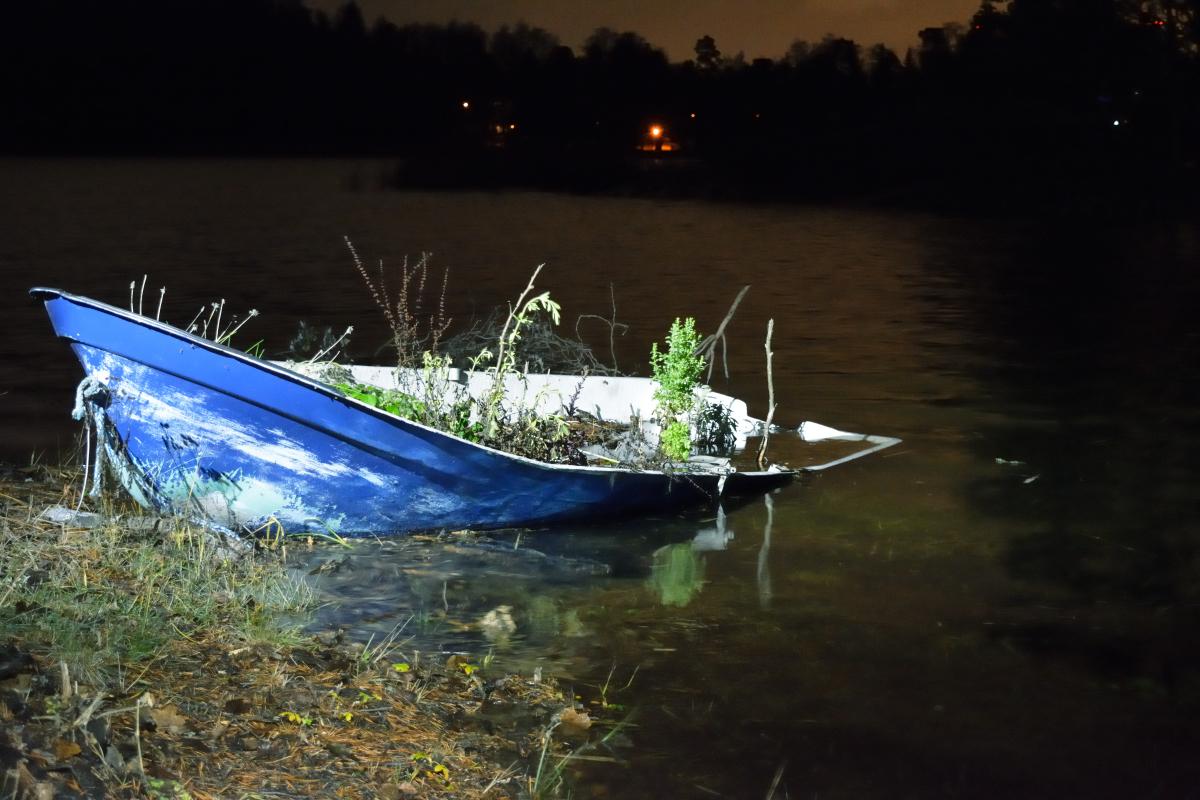 Yöllä vesi nousi lisää ja salaattipaatti oli haukkasi takakulmasta vettä sisään.