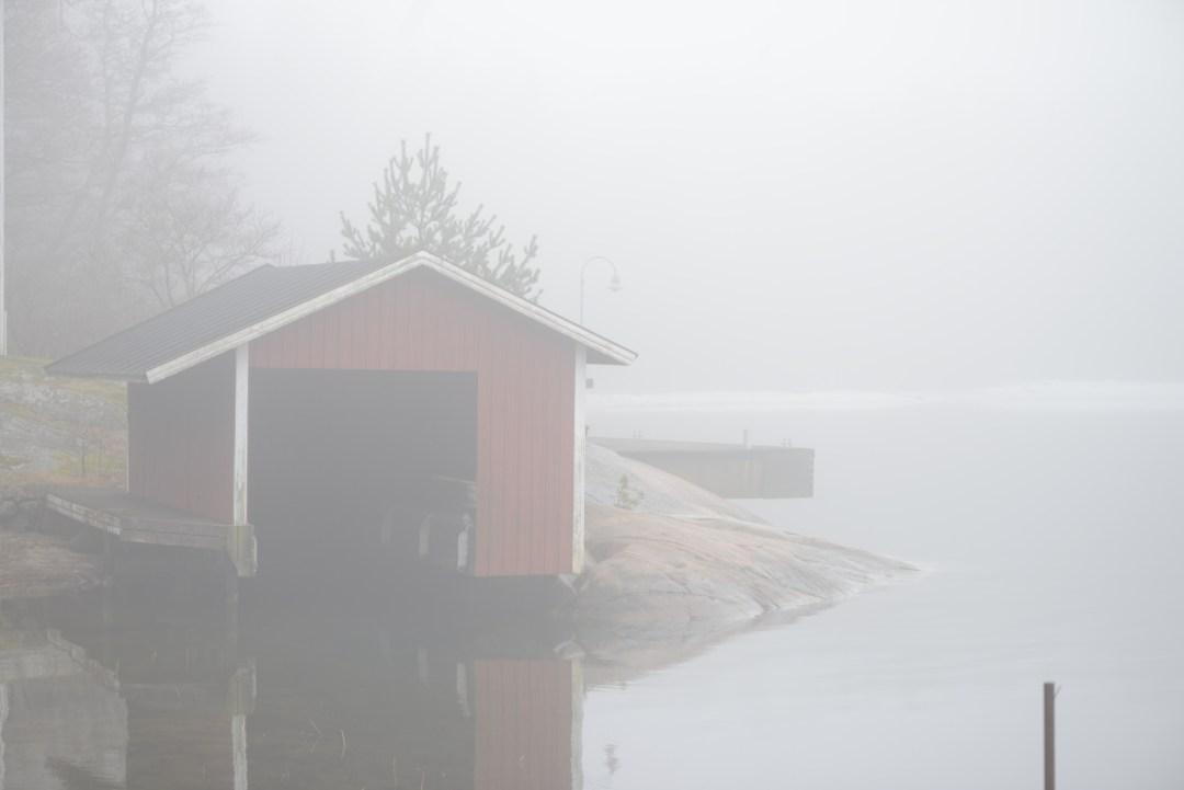 """""""Jääkää siinä satamassa pois, jossa on sellainen punainen saaristolaisjatyylinen mökki..."""" Nauroimme tulomatkalla ohjeille, niitä punaisia mökkejä oli jokaisessa satamassa."""