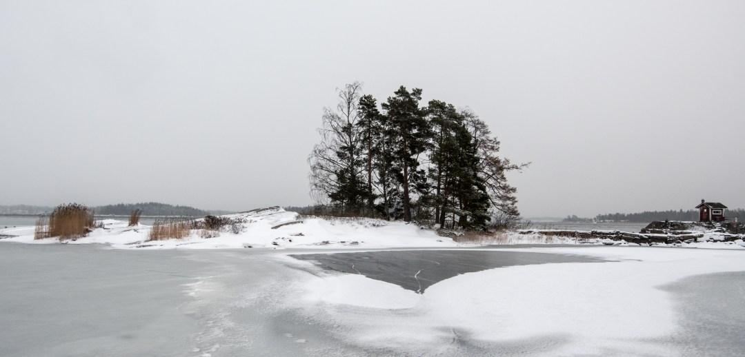 Pikkusaaren edustan lahti oli jo jonkin aikaa sitten jäätynyt.