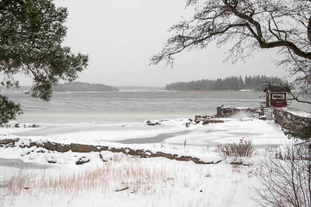 Saunan lähellä ei ollut kovin pitkälle jäätä.