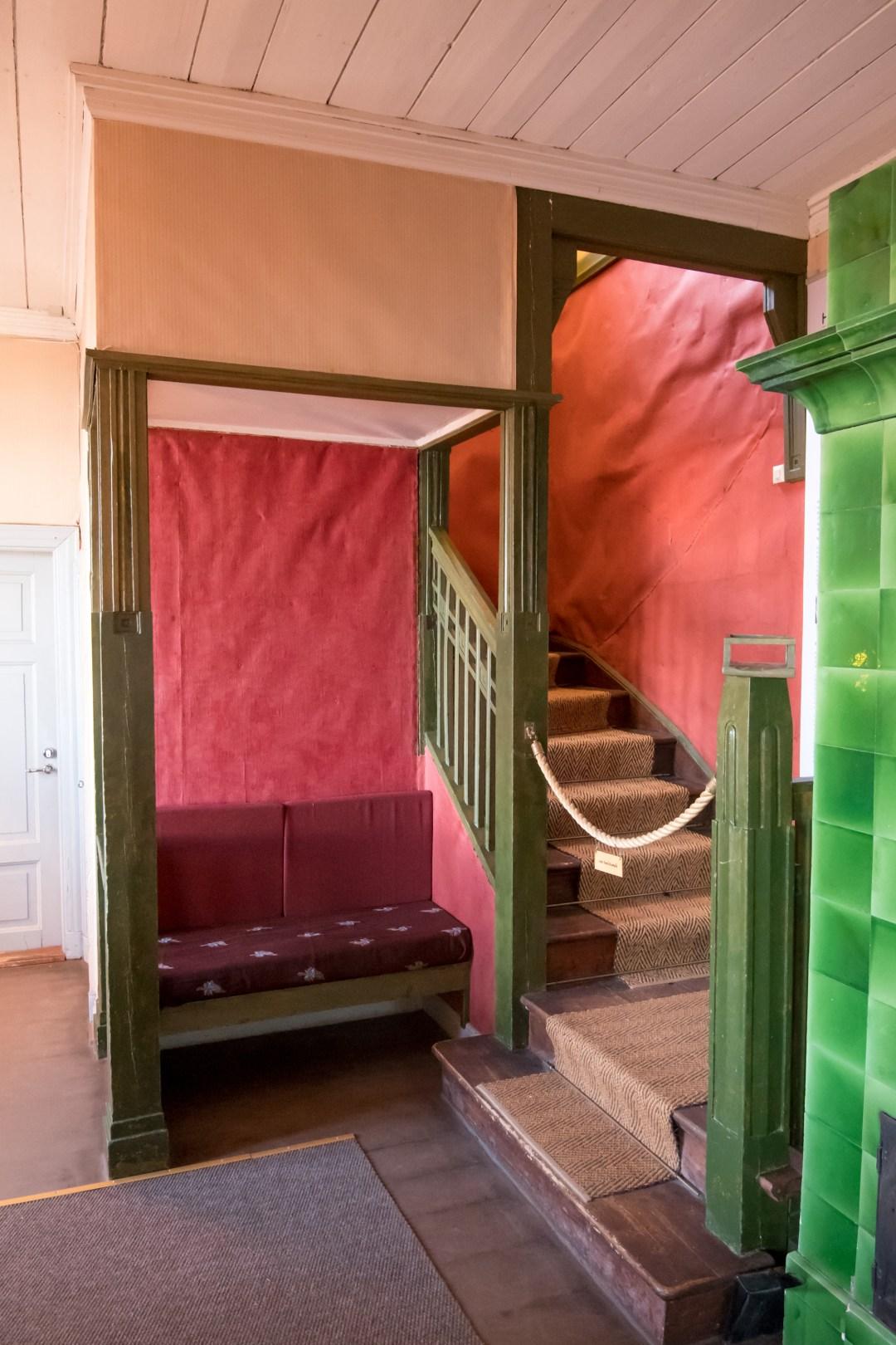 Rakastan tuota pientä syvennystä portaiden vieressä. Ihana paikka levähtää ja vaikka lukea kirjaa.
