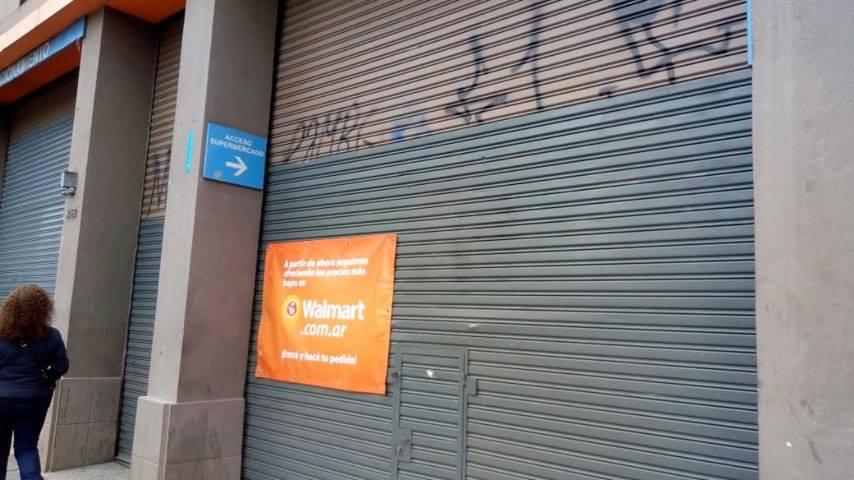 """Despedidos de Walmart protestaron en el Dot: """"La empresa no está en ..."""
