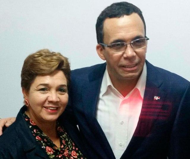 Tania Olivo - Subdirectora Distrito Educativo 09-03 Sabaneta y Andrés Navarro - Ministro de Educación. (Foto: FE).