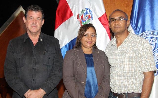 Los profesores: Ángel Ruíz Benzan y Nelly Then, a la derecha Juan Pablo Bourdierd.