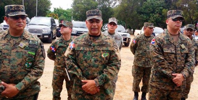 Teniente General Ruben D. Paulino Sem - centro. (Foto: FE).