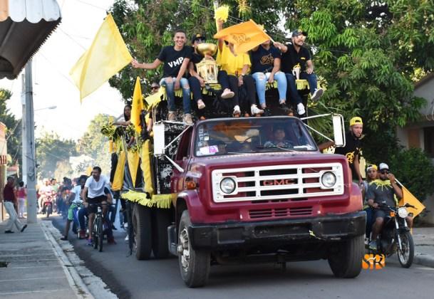Aguiluchos celebran en grande corona 21