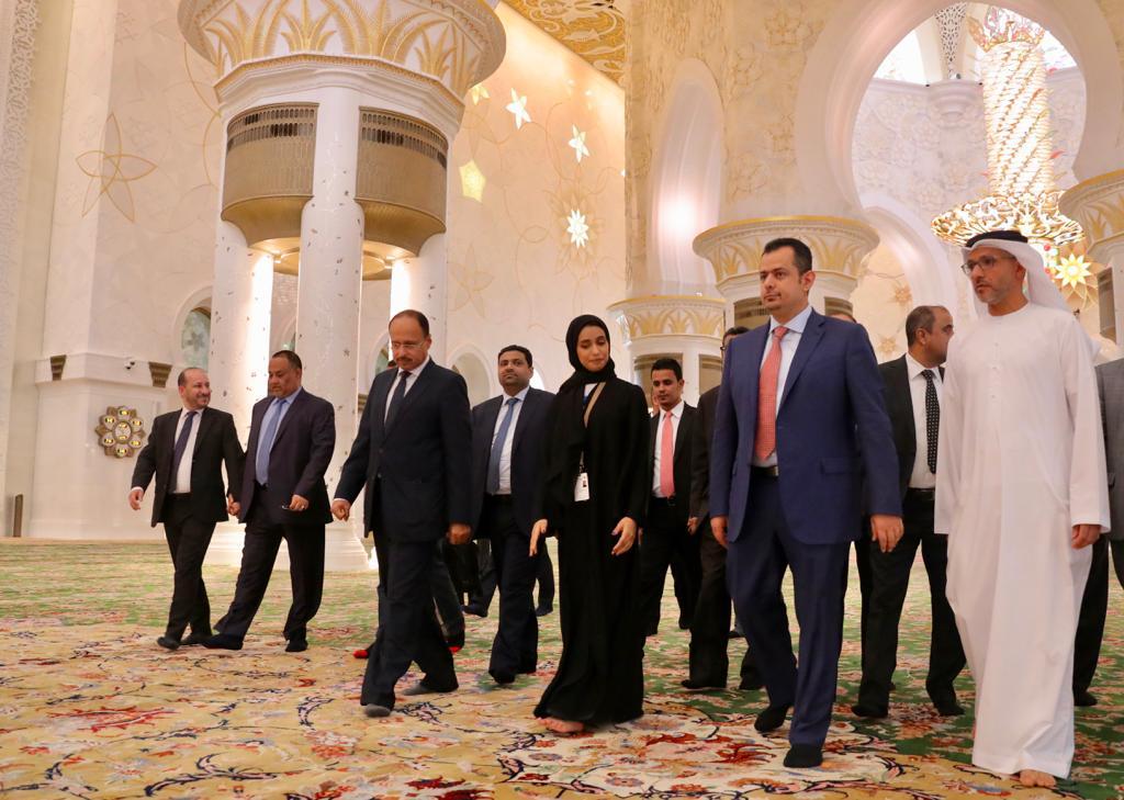 رئيس الوزراء يزور مسجد الشيخ زايد وواحة الكرامة في أبوظبي