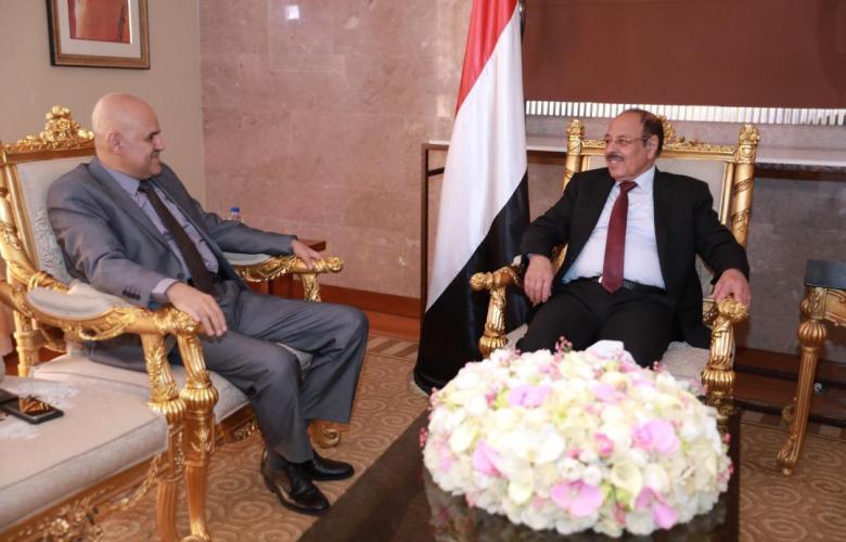نائب رئيس الجمهورية يستمع من محافظ تعز إلى مستجدات الأوضاع في المحافظة