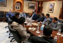 وزير الإعلام يلتقي أعضاء السفارة اليمنية في واشنطن