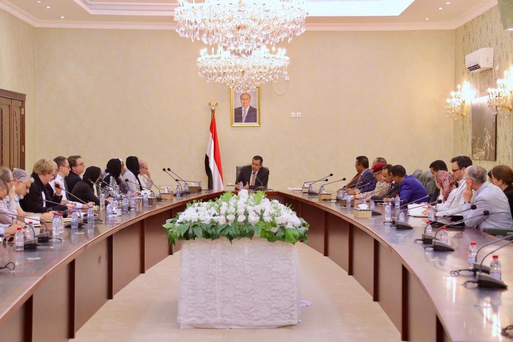 رئيس الوزراء يستقبل عدداً من الباحثين والمحللين الأجانب في عدن