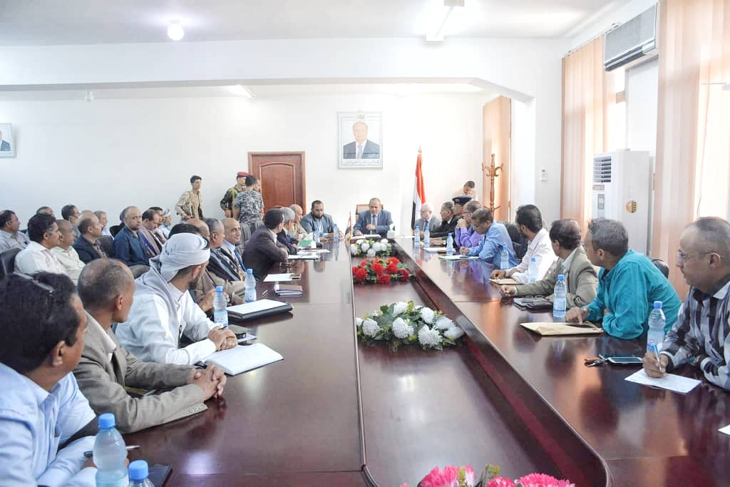 اجتماع موسع بتعز يناقش تقييم أداء المكاتب التنفيذية وإسناد الجيش الوطني