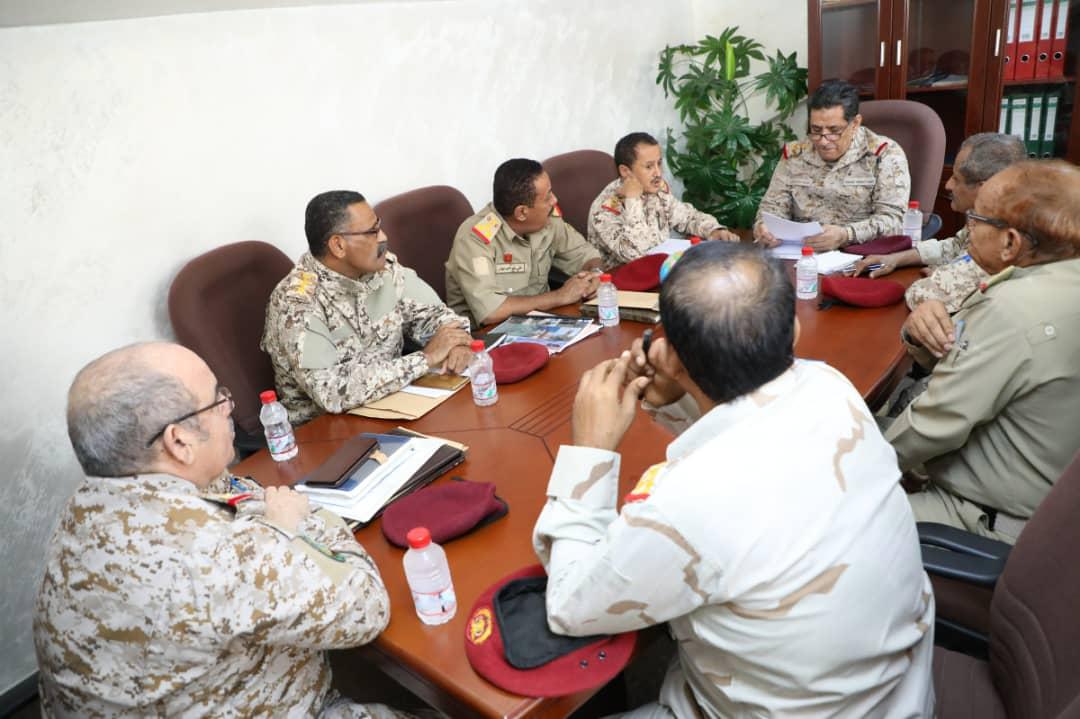 رئيس هيئة الأركان يوجه بتفعيل الكلية العسكرية وكلية القيادة والاركان بعدن
