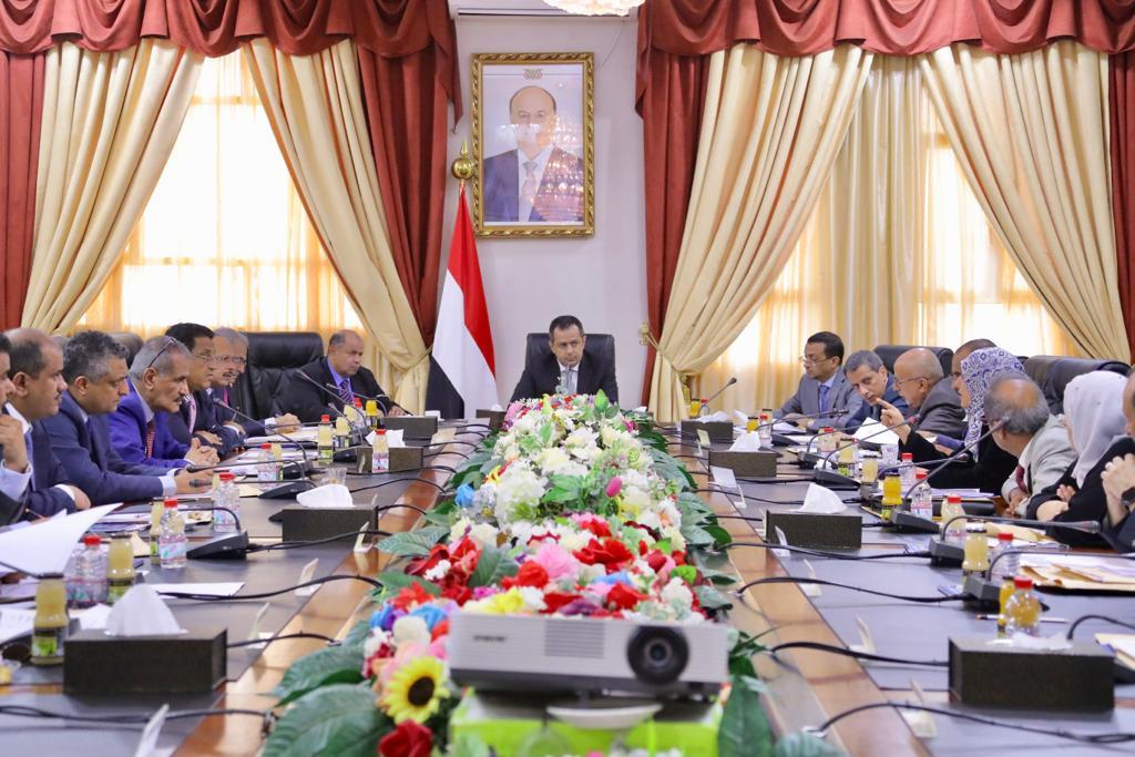 مجلس الوزراء يناقش الإجراءات المتخذة حيال الهبوط الاضطراري لطائرة اليمنية