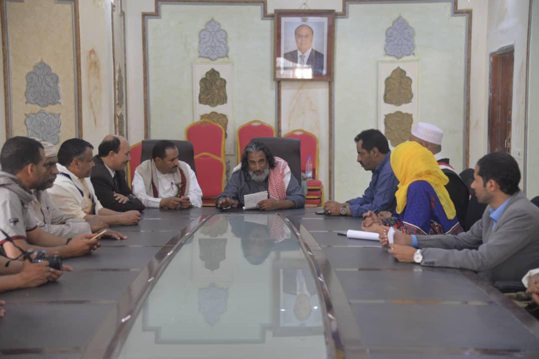 اللجنة الوطنية للتحقيق تلتقي قيادة السلطة المحلية والأجهزة الأمنية بالجوف