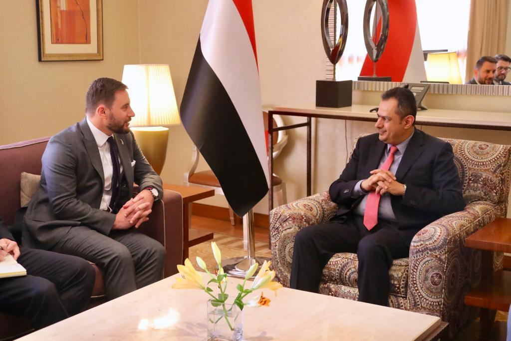 رئيس الوزراء يبحث مع السفير النيوزيلندي لدى اليمن تعزيز العلاقات الثنائية