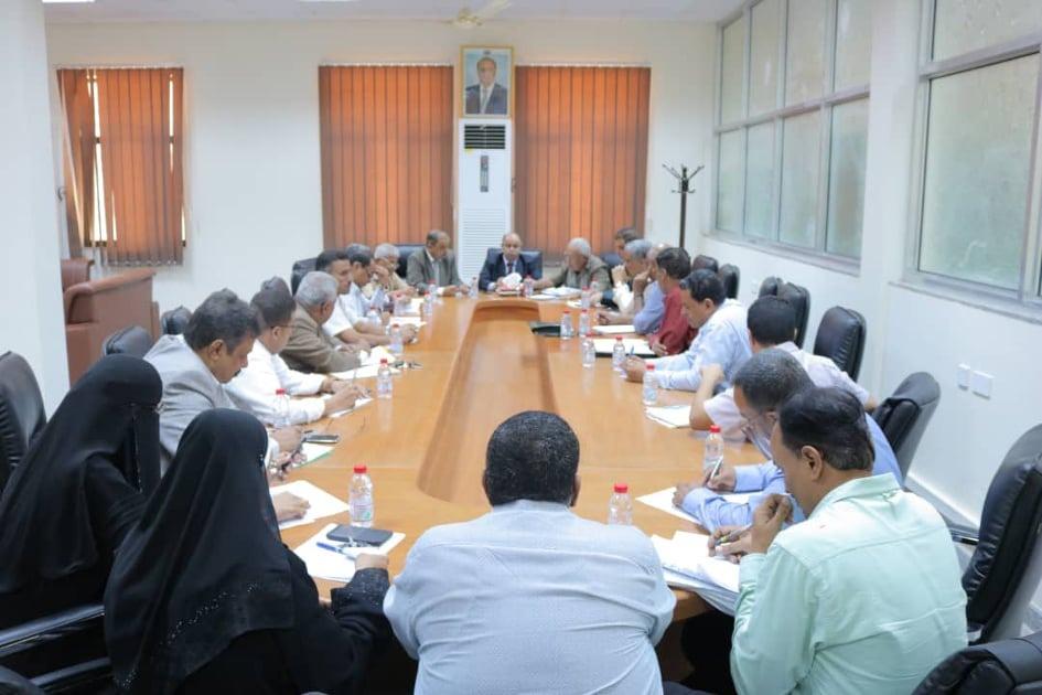 إجتماع برئاسة الخنبشي يناقش جوانب التنسيق بين وزارتي المالية والأشغال العامة