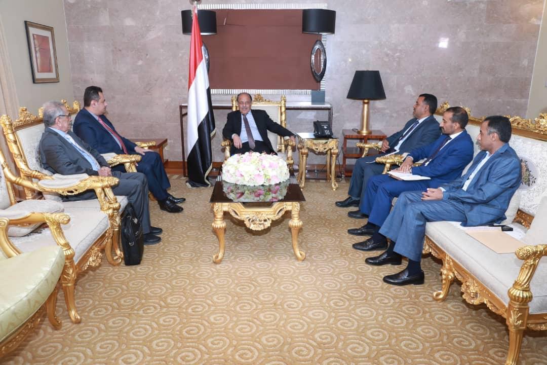 نائب رئيس الجمهورية يطلع على جهود الحكومة في بناء وتنمية المناطق المحررة