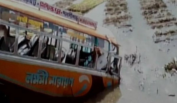 8 killed and 36 injured in bus accident in West Bengal
