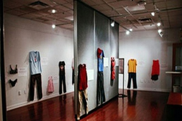 A country looks like a rape victim's clothing exhibition