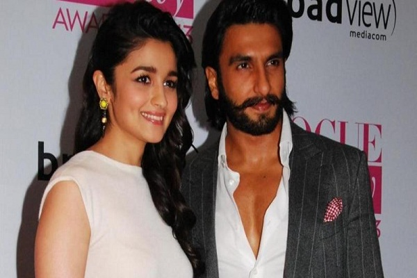 Ranbir Singh spoils Amiya Bhatt's dress in the award function