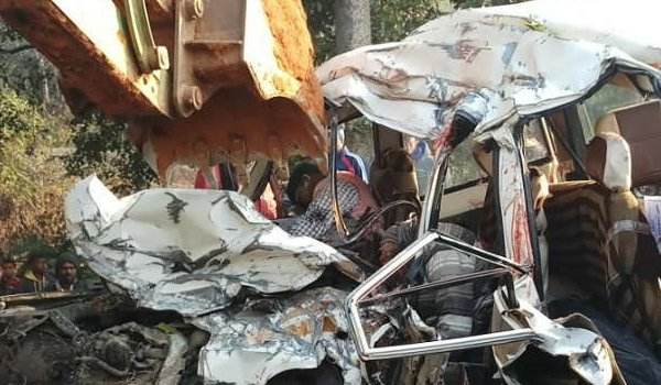 truck and jeep collision : 8 students died in road accident in Dumka