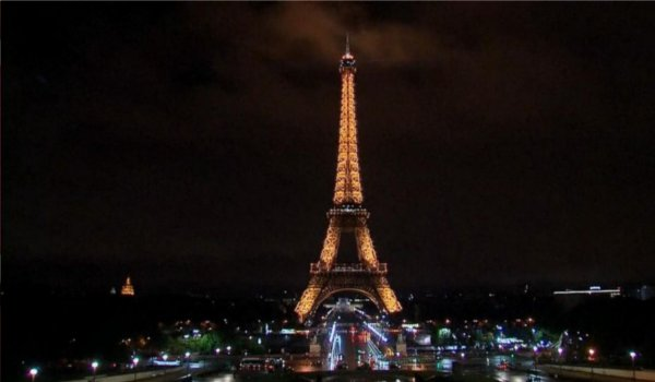 Eiffel tower goes dark in honor of victims of Kabul attack