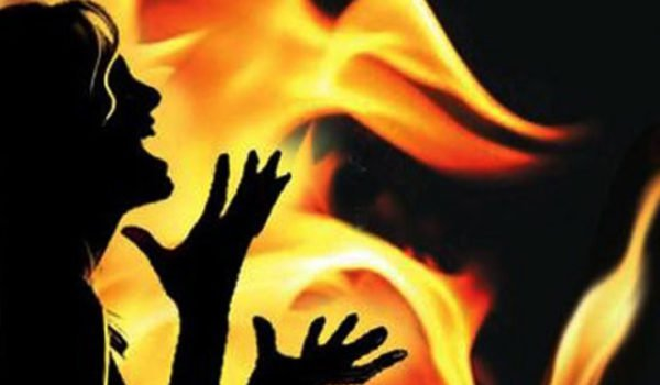 17 year old girl sets herself on fire after being harassed in Shahjahanpur