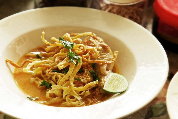 Instant made tasty soy curry noodles