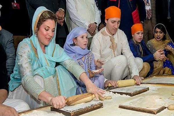 Chef Vikas Khanna taught Canada PM Trudeau and his family at Golden Temple how to make chapati